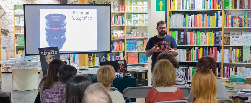 Jose Antonio Fernández presenta 'Sin Miedo al Retrato' en la Casa del Libro