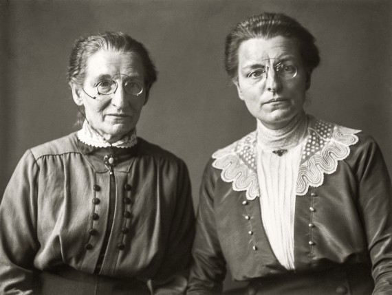 Maestras de escuela primaria, c. 1920 © Die Photographische Sammlung/SK Stiftung Kultur – August Sander Archiv, Cologne; VEGAP, Madrid, 2019